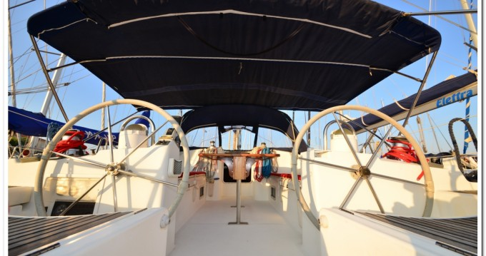 Bénéteau Oceanis 473 Clipper zwischen Privatpersonen und professionellem Anbieter La Maddalena