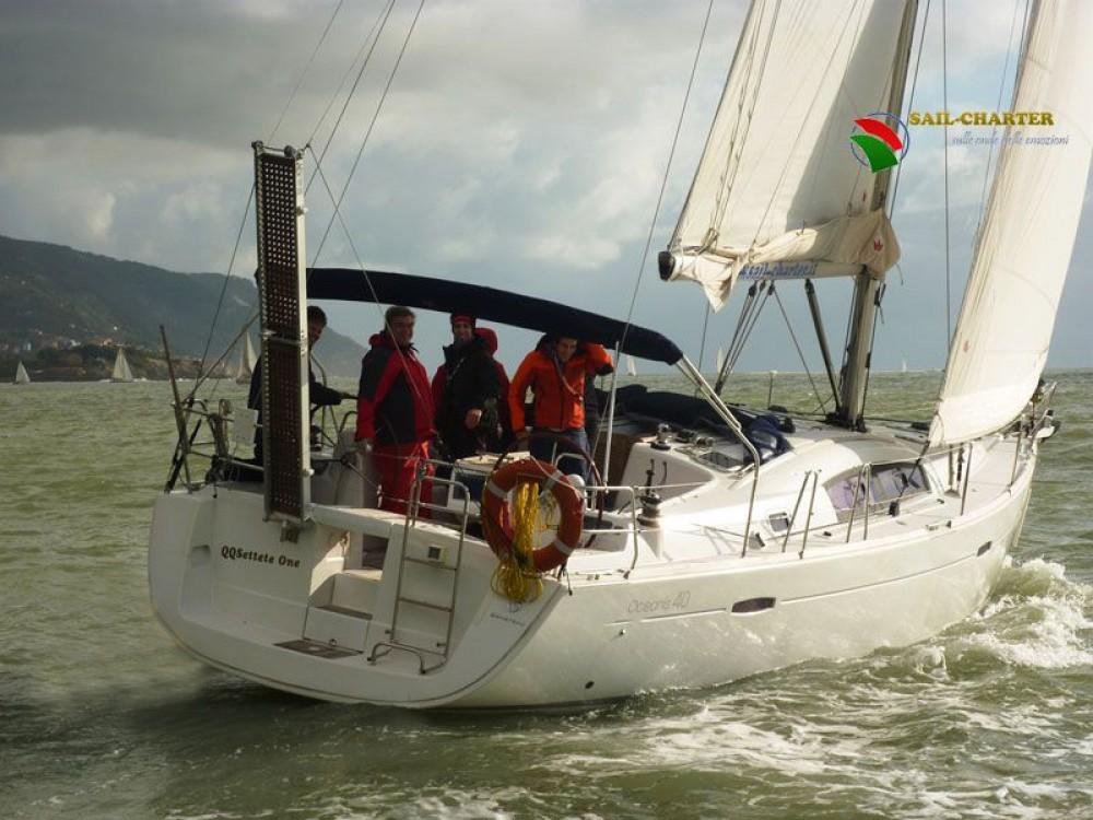 Bénéteau Oceanis 40 zwischen Privatpersonen und professionellem Anbieter Punta Ala
