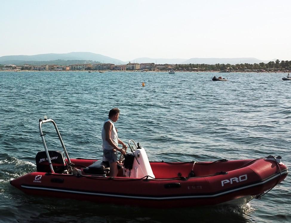 Schlauchboot mit oder ohne Skipper Zodiac mieten in Grimaud