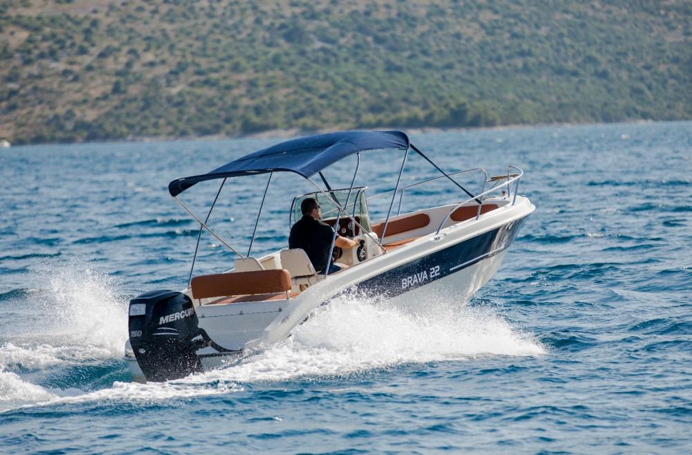 Motorboot mit oder ohne Skipper Mingolla mieten in Trau