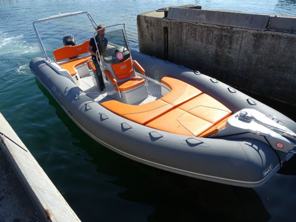Bwa Sport 28 GTc zwischen Privatpersonen und professionellem Anbieter La Trinité-sur-Mer