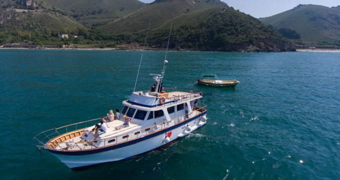 Vermietung Motorboot Comena mit Führerschein