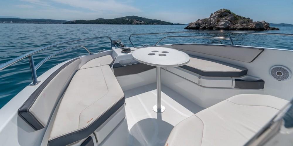 Motorboot mit oder ohne Skipper Bénéteau mieten in Trau