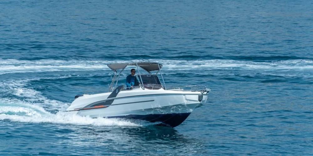 Motorboot mieten in Trau zum besten Preis