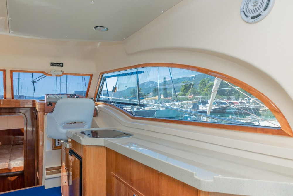 Vermietung Motorboot Damor mit Führerschein