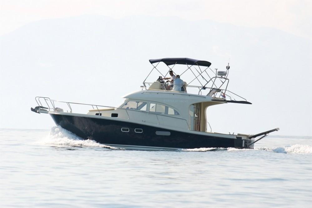 Motorboot mit oder ohne Skipper Damor mieten in Trau