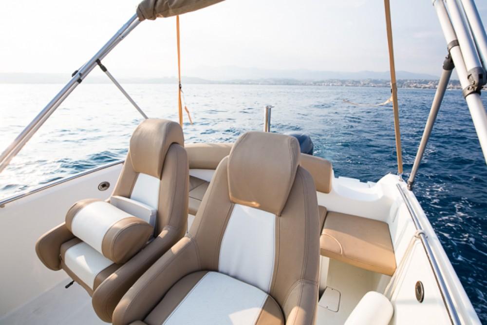 Motorboot mit oder ohne Skipper Jeanneau mieten in Saint-Laurent-du-Var