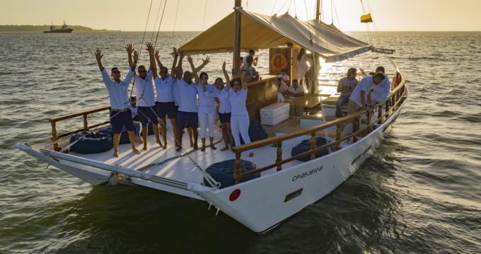 Wharram Tiki 48 zwischen Privatpersonen und professionellem Anbieter Cartagena