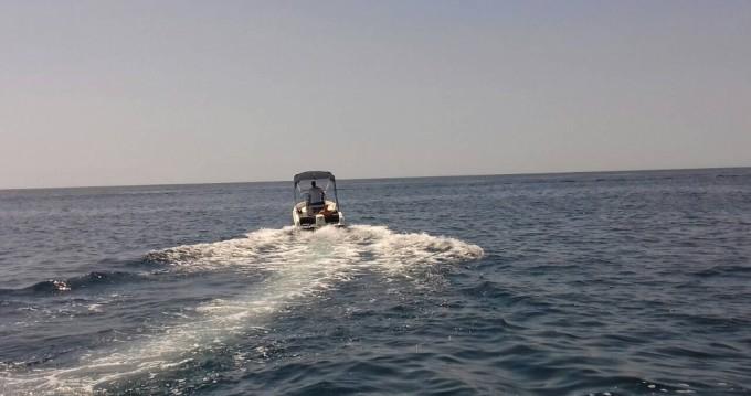 Motorboot mit oder ohne Skipper Tiburon mieten in Rovinj