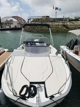 Motorboot mit oder ohne Skipper Bénéteau mieten in Nouméa