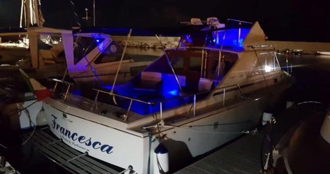 Bootsverleih Chris Craft Chris Craft 31 Sport Express Porto Pozzo Samboat