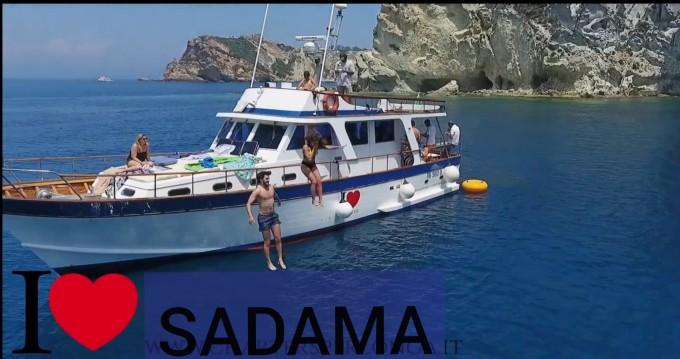 Motorboot mit oder ohne Skipper Comena mieten in Neapel