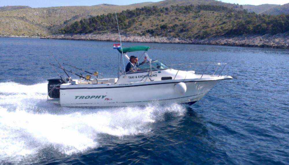 Vermietung Schlauchboot Trophy mit Führerschein