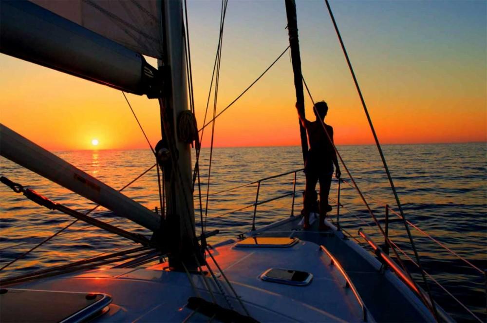 Ein Jeanneau Sun Odyssey 42.2 mieten in Catania