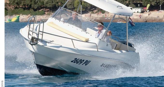 Motorboot mit oder ohne Skipper Blueway mieten in Pula