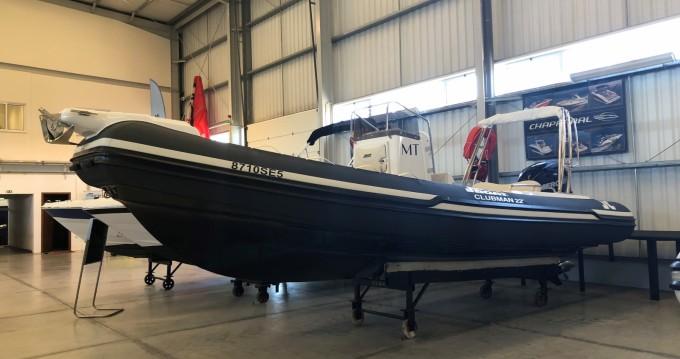 Joker Boat Clubman 22 zwischen Privatpersonen und professionellem Anbieter Setúbal