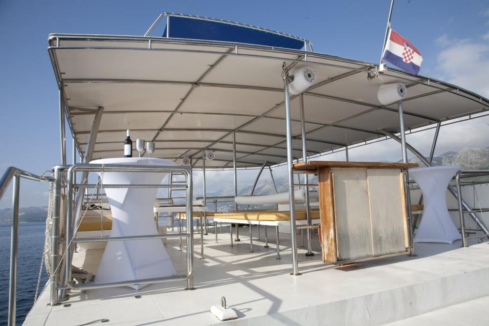 Monte Marine Yachting Cat 17 Party zwischen Privatpersonen und professionellem Anbieter Cavtat