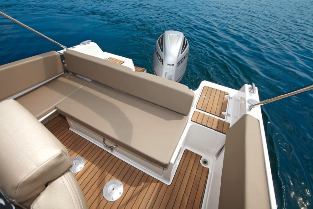 Atlantic 730 Sun Cruiser zwischen Privatpersonen und professionellem Anbieter Grad Zadar
