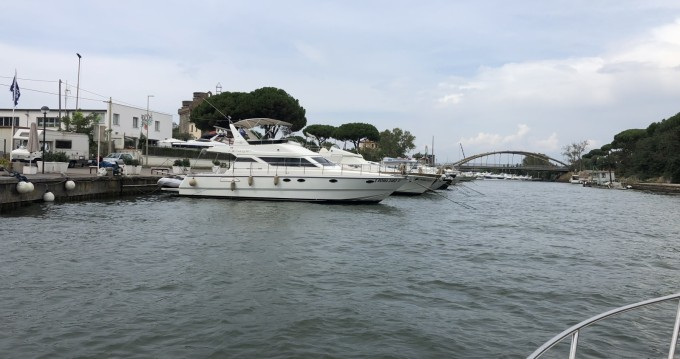 Motorboot mit oder ohne Skipper Azimut mieten in Porto Badino