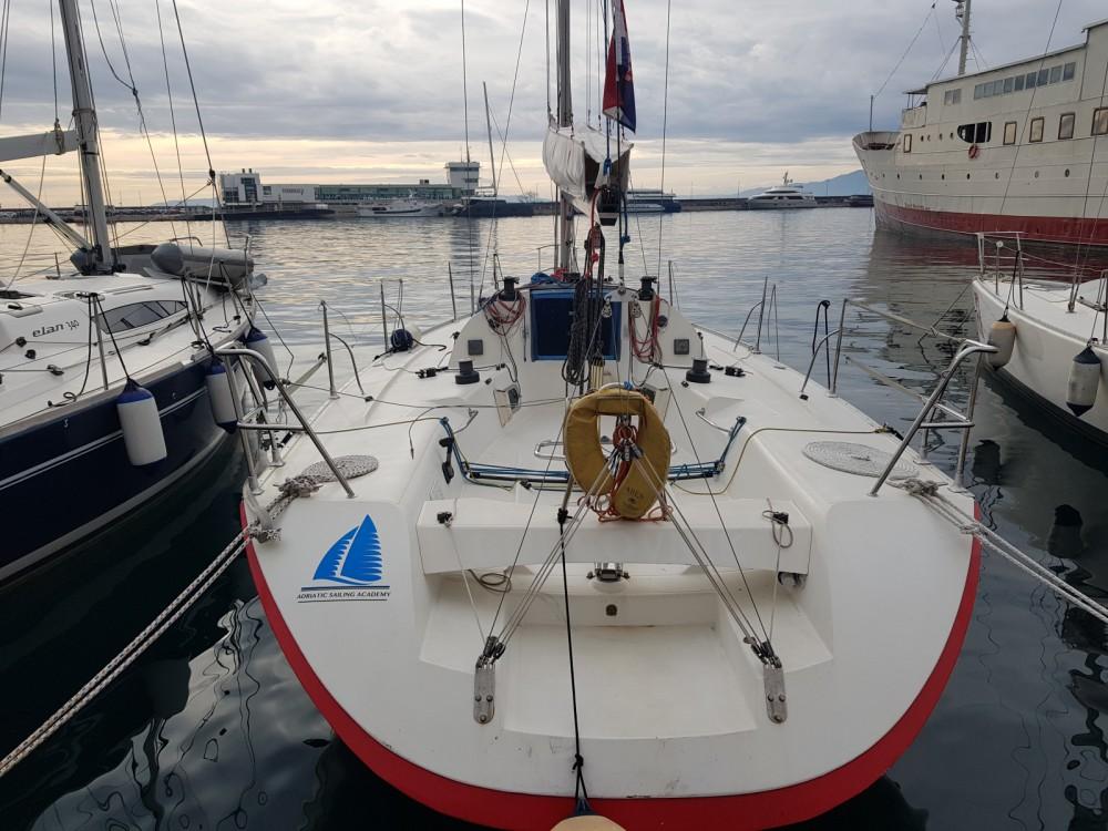 Jeanneau Jod 35 zwischen Privatpersonen und professionellem Anbieter Kroatien