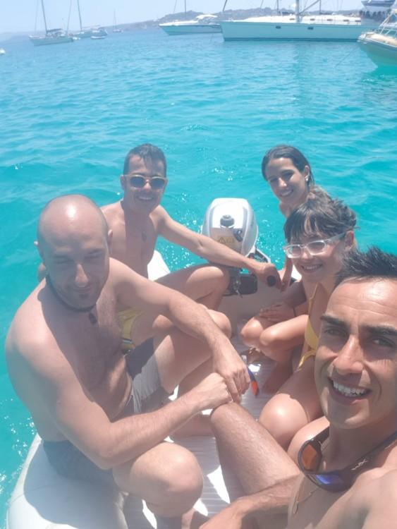Motorboot mieten in Porto Pozzo zum besten Preis