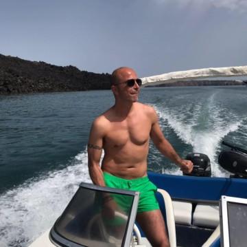 Ahellas Odyssey 15FB zwischen Privatpersonen und professionellem Anbieter Santorini