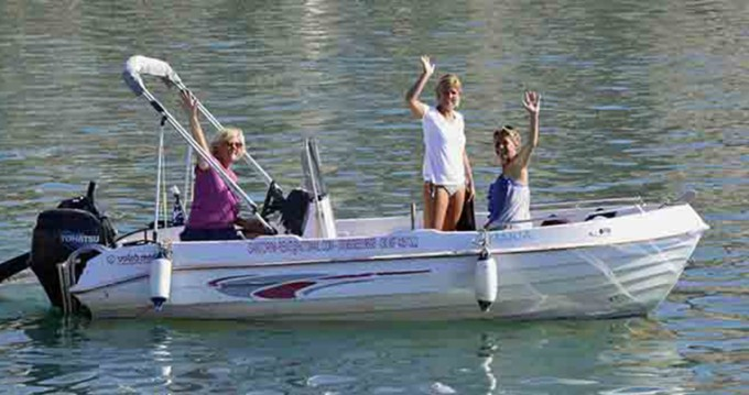 Motorboot mit oder ohne Skipper Volos Marine mieten in Santorini