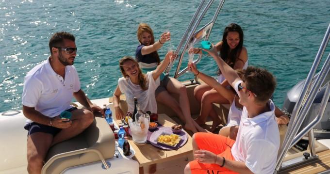 Capelli Tempest 700 luxe  zwischen Privatpersonen und professionellem Anbieter Algajola
