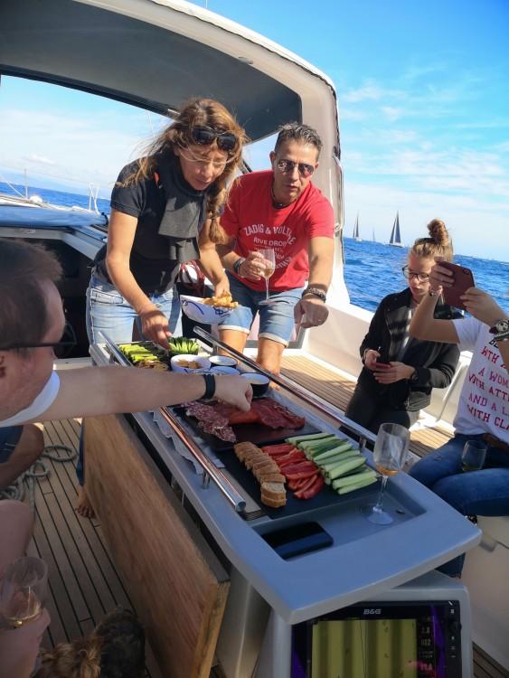 Ein Bénéteau Oceanis 48 mieten in Nizza