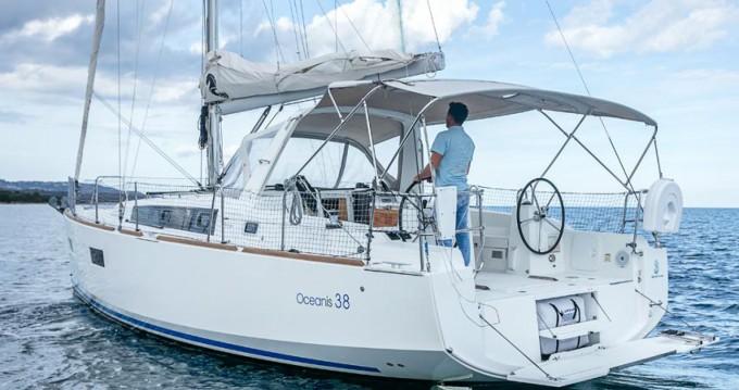 Ein Bénéteau Oceanis 38 mieten in Ayamonte