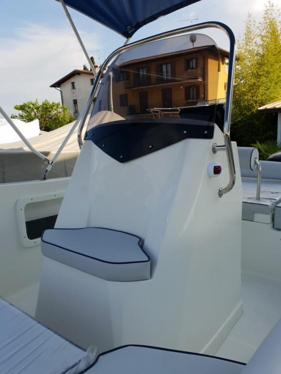 TRIMARCHI 57S zwischen Privatpersonen und professionellem Anbieter Moniga del Garda