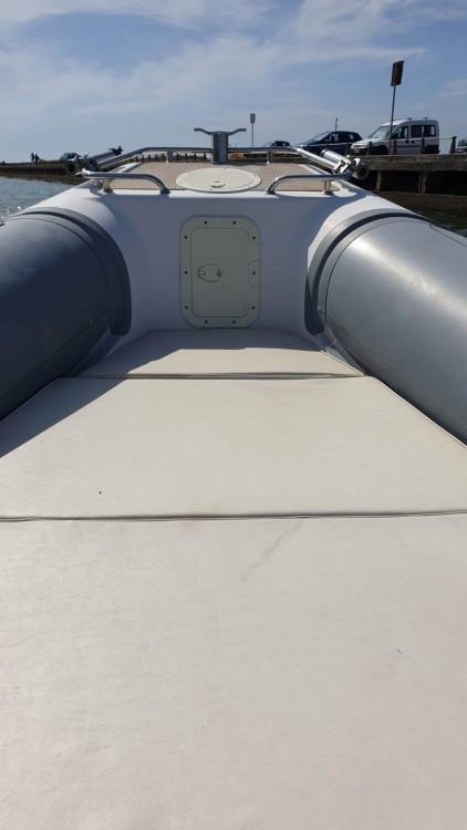 Schlauchboot mieten in Terracina zum besten Preis