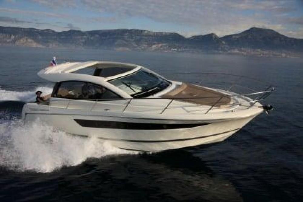 Motorboot mit oder ohne Skipper Jeanneau mieten in Maó