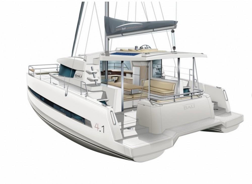 Ein Bali Catamarans Bali 4.1 Owner Version mieten in Baltimore