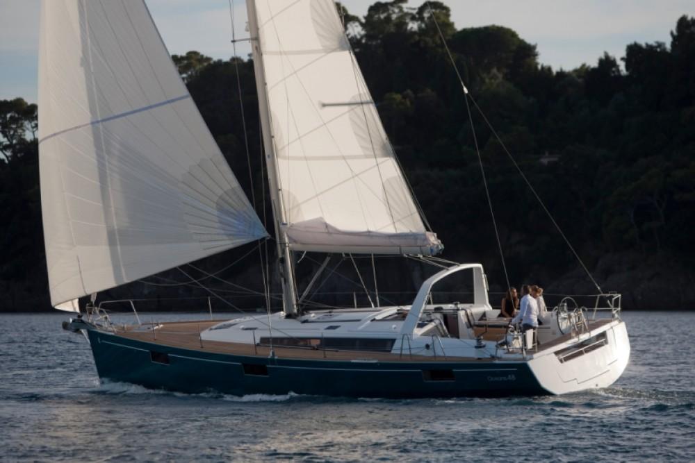 Ein Bénéteau Oceanis 48 mieten in Furnari