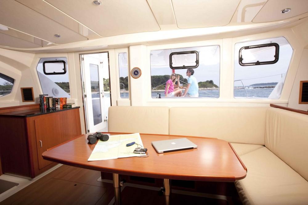 Katamaran mit oder ohne Skipper Robertson-Caine mieten in