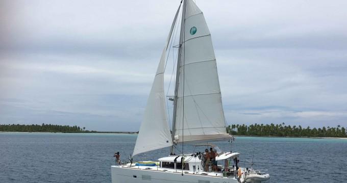 Lagoon Lagoon 400 S2 zwischen Privatpersonen und professionellem Anbieter Tahiti