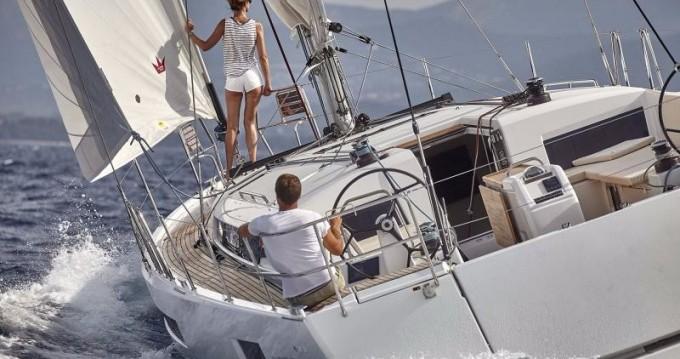Jeanneau Sun Odyssey 490 zwischen Privatpersonen und professionellem Anbieter Athen