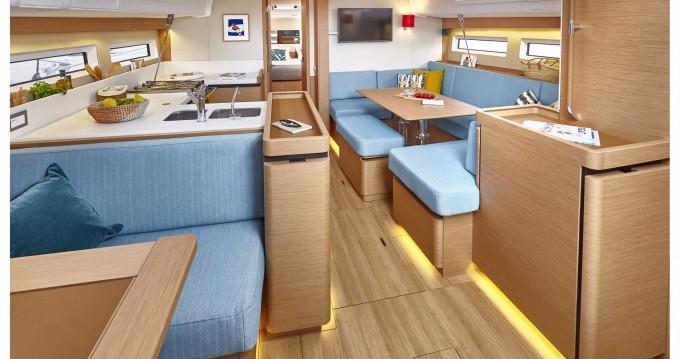 Jeanneau Sun Odyssey 490 zwischen Privatpersonen und professionellem Anbieter Korfu