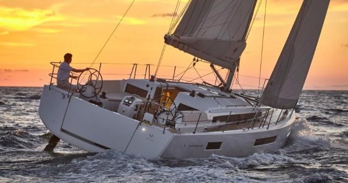 Jeanneau Sun Odyssey 440 zwischen Privatpersonen und professionellem Anbieter Lefkas Egremni