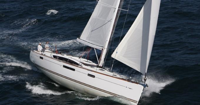 Jeanneau Sun Odyssey 419 zwischen Privatpersonen und professionellem Anbieter Paros