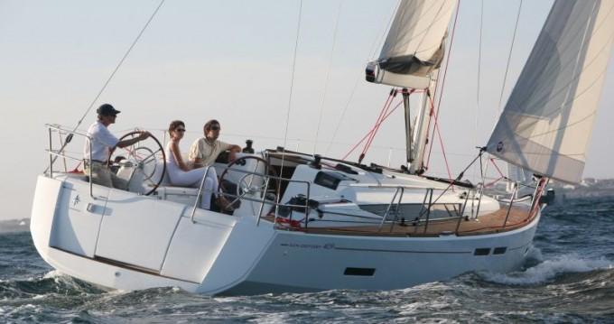 Jeanneau Sun Odyssey 409 zwischen Privatpersonen und professionellem Anbieter Athen