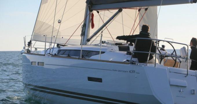 Jeanneau Sun Odyssey 439 zwischen Privatpersonen und professionellem Anbieter Kos