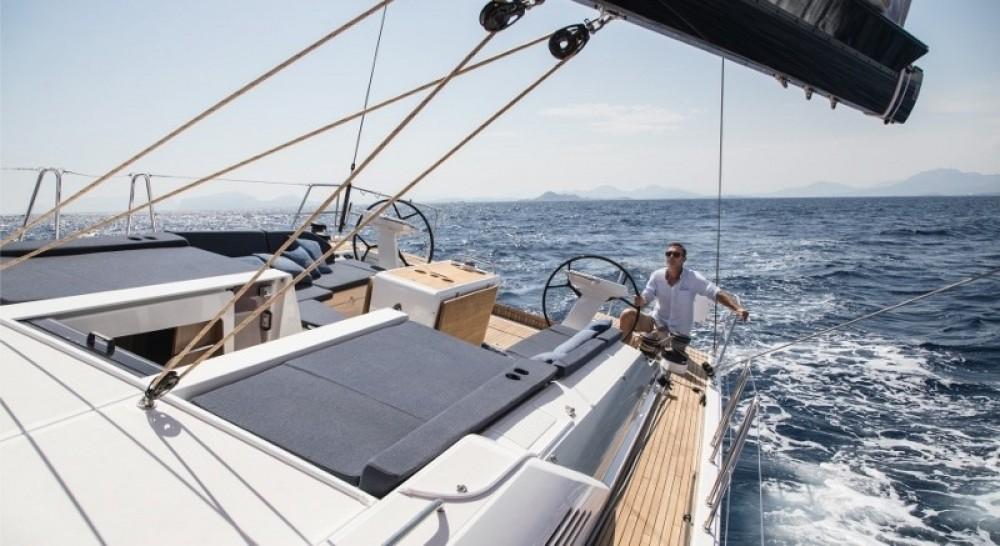 Bénéteau Oceanis 51.1 zwischen Privatpersonen und professionellem Anbieter Skiathos