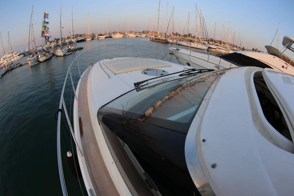 Motorboot mit oder ohne Skipper Princess mieten in Marina Gouvia