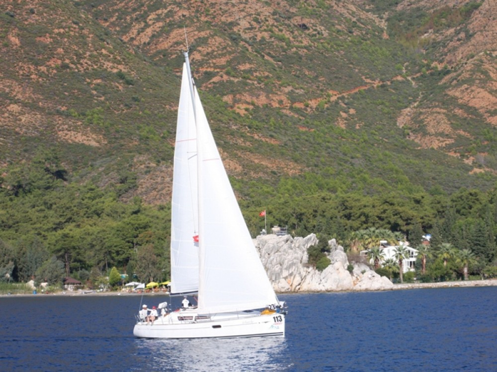 Ein Jeanneau Sun Odyssey 36i mieten in Marmaris