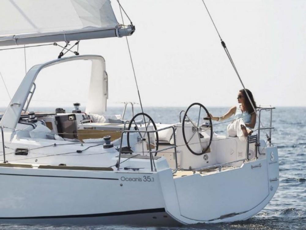 Bénéteau Oceanis 35.1 zwischen Privatpersonen und professionellem Anbieter Cannigione