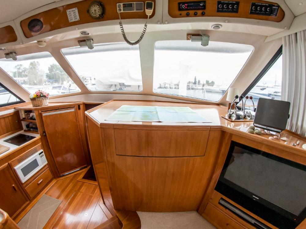 Riviera Riviera 48 zwischen Privatpersonen und professionellem Anbieter Marina Alimos
