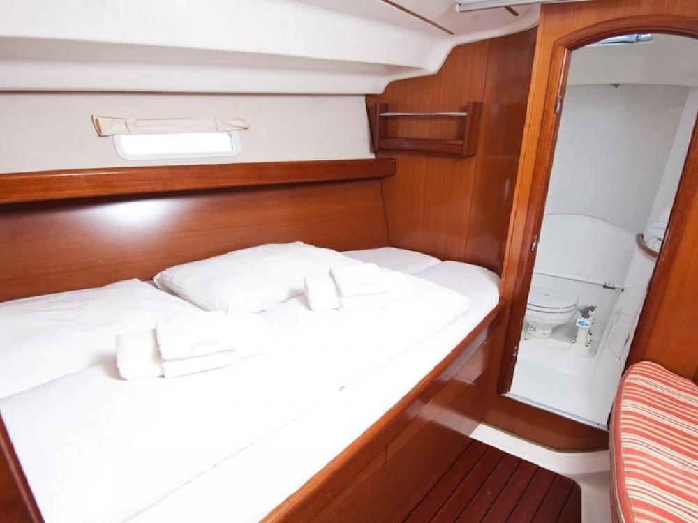 Bénéteau Oceanis 393 Clipper zwischen Privatpersonen und professionellem Anbieter Port Olímpic
