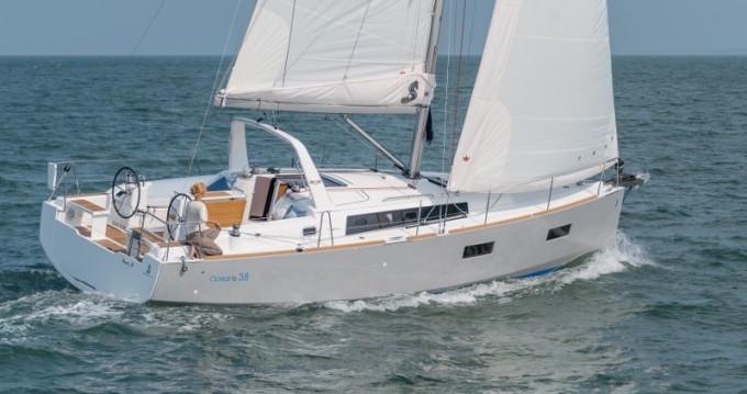 Bénéteau Oceanis 38.1 zwischen Privatpersonen und professionellem Anbieter Pirita